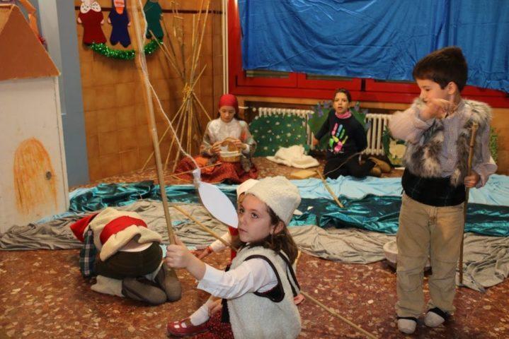 Recull fotogràfic del Pessebre vivent i Tió (Tarda Nadalenca) a l'escola Escolàpies Sant Martí 2016